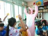 Nguyên Khang cùng cô giáo Phấn tổ chức tất niên cho bênh nhi ung thư