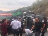 Xe khách đấu đầu xe 7 chỗ trên cao tốc Nội Bài - Lào Cai