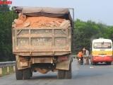 Clip xe quá tải 'tung tăng' trên đường ở Hương Khê