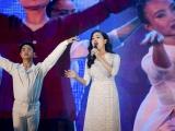 Huyền Trang gây xúc động khi hát về Mẹ tại đêm nhạc Women's Love