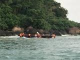 Cứu sống ngư dân bị sóng biển đánh chìm thuyền trên biển lúc rạng sáng