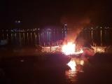 Đà Nẵng: Tàu cá bốc cháy dữ dội giữa đêm khuya