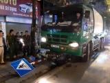 Hà Nội: Xe chở rác tông xe máy, 2 người trọng thương