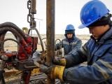 Giá dầu thế giới giảm gần 3% do lo ngại dư cung