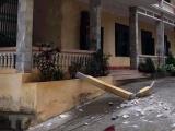 Cột bêtông lan can trường học rơi trúng đầu, 2 học sinh trọng thương