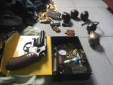 Gia Lai: Bắt giữ 2 đối tượng buôn bán ma túy, tàng trữ súng đạn