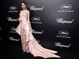 """Dàn mỹ nhân xinh đẹp """"nghẹt thở"""" với váy áo Versace trên thảm đỏ LHP quốc tế Cannes"""