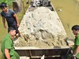 Thừa Thiên - Huế: Phát hiện 6 đối tượng hút trộm cát sông Bồ