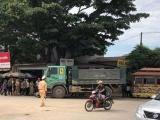 Thanh Hóa: Xe máy chở 4 va chạm ôtô tải, 4 người thương vong
