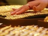Giá vàng hôm nay 3/7: Bất chấp USD lên giá, vàng vẫn tăng vọt