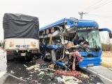 Xe khách đấu đầu xe tải ở Quảng Bình, nhiều người bị thương