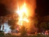 Nghệ An: Ảnh viện áo cưới bốc cháy ngùn ngụt trong đêm