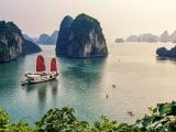 Quảng Ninh: Thuyền viên quay lén khách, tàu du lịch vịnh Hạ Long bị đình chỉ