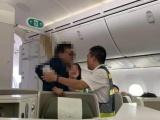 """Khách hạng thương gia bị """"tố"""" sàm sỡ nữ hành khách trên máy bay"""