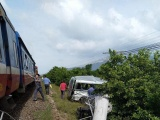 Bình Thuận: Tàu hỏa húc ô tô 16 chỗ, 3 người tử vong