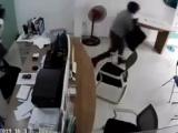 TP. HCM: Truy bắt kẻ dùng dao cướp tiền nhân viên một phòng giao dịch