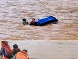 Thanh Hóa: Mô tô cứu trợ đồng bào chạy lũ bị lật úp