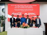IPPG và Coca Cola Việt Nam ký kết thoải thuận hợp tác kinh doanh và trao chứng nhận đối tác thương mại danh dự cho chủ tịch IPPG