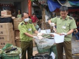 Hà Nội: Phát hiện nhiều bánh trung thu, thịt lợn, túi xách hàng hiệu không rõ nguồn gốc