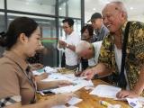 Hà Nội: Gần 100 nghìn hồ sơ xếp hàng làm thẻ xe buýt miễn phí