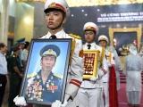 Xúc động tiễn đưa anh hùng phi công Nguyễn Văn Bảy về với đất mẹ