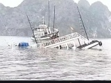 Tàu du lịch chìm trên vịnh Hạ Long do va chạm với tàu chở đá