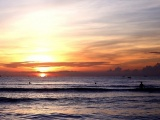 Trải nghiệm bình minh huyền ảo trên bãi biển Cửa Lò