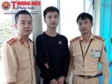 CSGT Thanh Hóa bắt đối tượng có lệnh truy nã lẩn trốn trên xe 5 chỗ