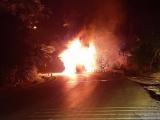Quảng Ninh: Xe khách cháy dữ dội trong đêm trên quốc lộ 18