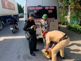 Quảng Ninh: Bắt tài xế vận chuyển pháo nổ nhập lậu