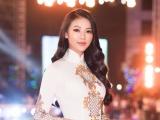 Hoa hậu Phương Khánh diện áo dài nền nã dự Lễ hội Dừa 2019