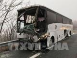 Mỹ: Xe buýt đâm xe kéo, ít nhất 19 người bị thương
