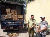 TPHCM: Xe tải chở gần 1 tấn bánh nghi nhập lậu để bán trước cổng trường