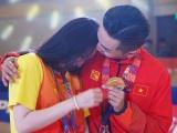 Khánh Thi khóc nức nở khi chồng giành HCV tại Seagames