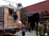 Bắt giữ ba xe tải chở hàng nghi nhập lậu