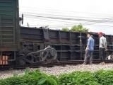 Đường sắt Bắc Nam tê liệt do tàu lửa trật đường ray