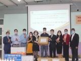Hà Nội: Tặng hàng nghìn khẩu trang, dung dịch sát khuẩn cho học sinh