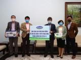 Vinamilk ủng hộ 15 tỷ đồng cho tuyến đầu chống dịch Covid-19