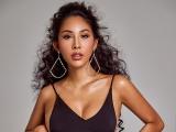 Ở nhà chống dịch, Hoa hậu Trương Hằng tập luyện, khoe làn da nâu khỏe khoắn