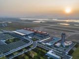 Chuyến bay chở 240 chuyên gia Hàn Quốc hạ cánh xuống sân bay Vân Đồn