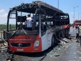 Gần 20 người thoát chết khi xe khách bốc cháy dữ dội