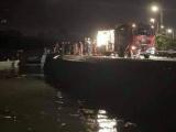 Xe ô tô lao xuống vịnh Hạ Long, 4 người nguy kịch
