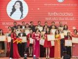 Hoa hậu Nguyễn Thu Trang đón nhận danh hiệu 'Nhà hảo tâm tiêu biểu 2018'