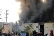 TPHCM: Cháy lớn tại công ty hóa chất khiến người dân hoảng hốt