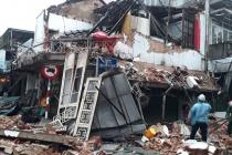 Huế: Tiệm bánh 2 tầng đổ sập trong đêm, 2 người thoát chết