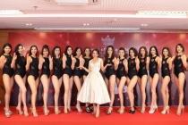 """Mrs Vietnam 2018 """"đọ"""" dáng bốc lửa trong phần thi bikini"""