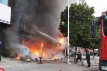 Hà Nội: Cháy lớn tại quán ăn trên đường Nguyễn Văn Huyên