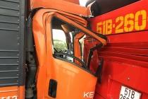 Ôtô chở hàng tông xe khách chở hơn 20 học sinh trên cao tốc TP.HCM – Trung Lương