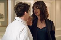 """Khám phá cẩm nang quyến rũ đàn ông của chị đẹp Anne Hathaway trong """"Quý Cô Lừa Đảo"""""""