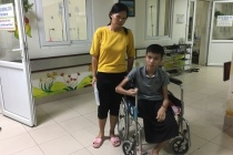 Vừa mất con, người phụ nữ đau đớn nhìn con trai mắc ung thư xương